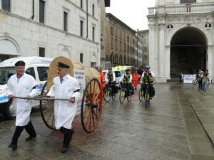 Le biciclette del Bici Soccorso hanno sfilato in centro a Brescia
